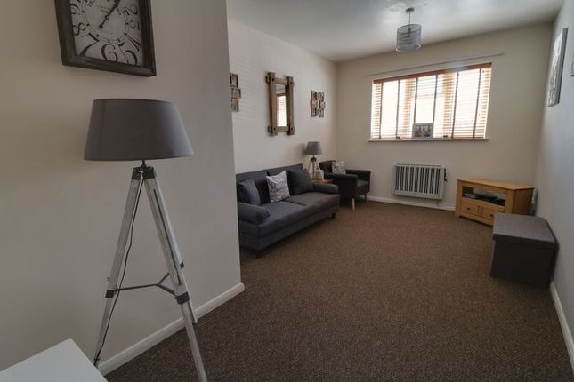 Thumbnail Semi-detached house to rent in Laneham Street, Scunthorpe