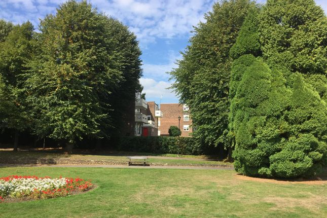 Thumbnail Flat for sale in Park Drive, Woking
