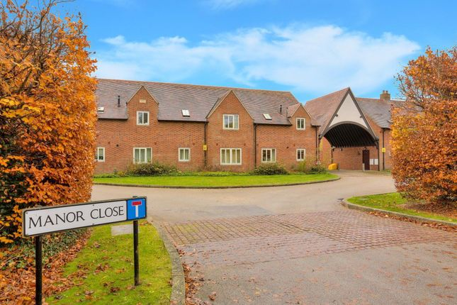 Thumbnail Flat to rent in Manor Close, Harpenden, Hertfordshire