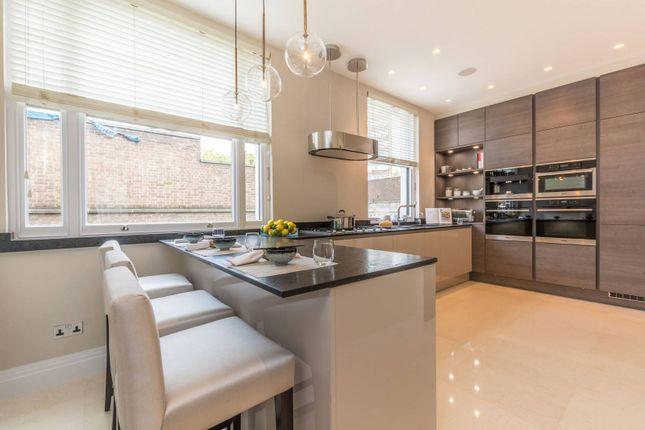 Thumbnail Flat for sale in Hyde Park Estate, Hyde Park Estate