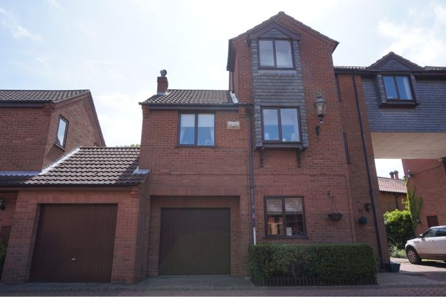 Thumbnail Town house for sale in Browns Orchard, Grimsby
