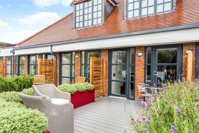 Thumbnail Flat for sale in Stancrest, 16 Hill Avenue, Amersham