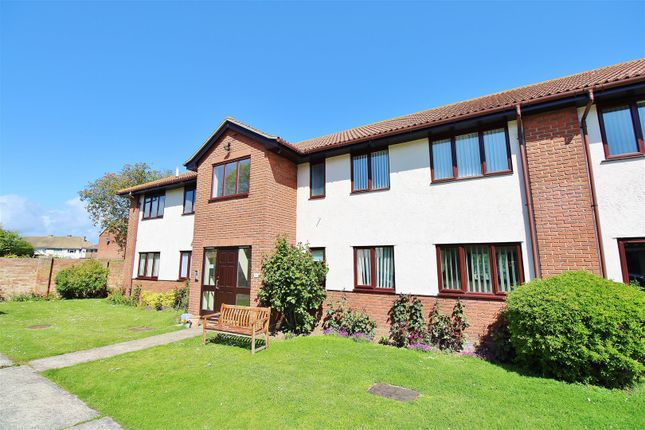 2 bed flat for sale in Victoria Road, Walton On The Naze CO14