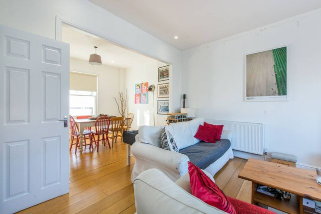 Thumbnail Flat to rent in Taybridge Road, Clapham