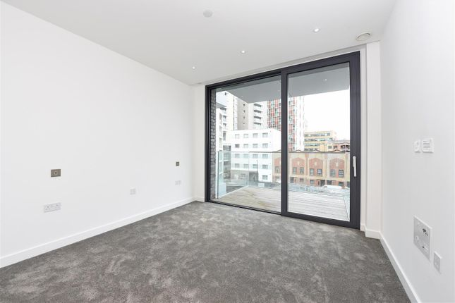 Thumbnail Flat for sale in Chaucer Gardens, London