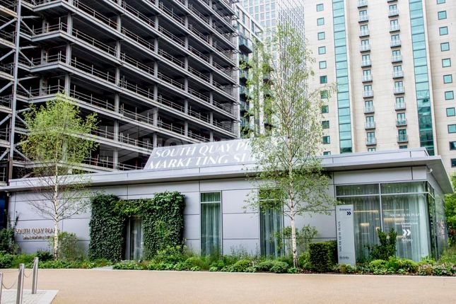 Thumbnail Flat for sale in South Quay Plaza, 183 185 Marsh Wall, Canary Wharf