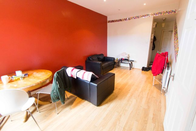 2 bed flat to rent in Flat 2, 167 Hyde Park Road, Hyde Park
