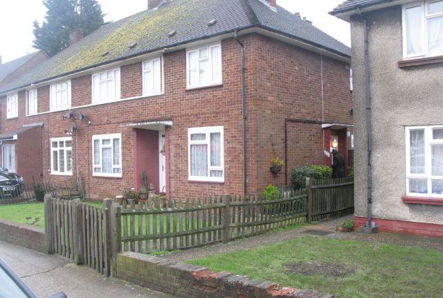 2 bed flat to rent in Camrose Avenue, Queensbury