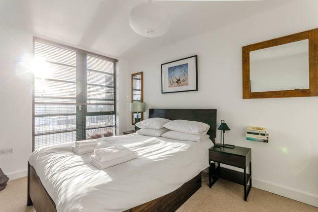 Thumbnail Flat to rent in De Beauvoir Crescent, De Beauvoir Town
