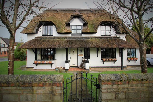 Thumbnail Cottage for sale in Broadwell Drive, Leigh