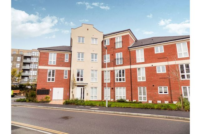 Thumbnail Flat for sale in 2 Cambrian Way, Worthing