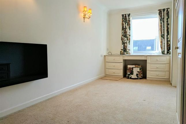Thumbnail Flat to rent in Station Road, Parkstone, Poole