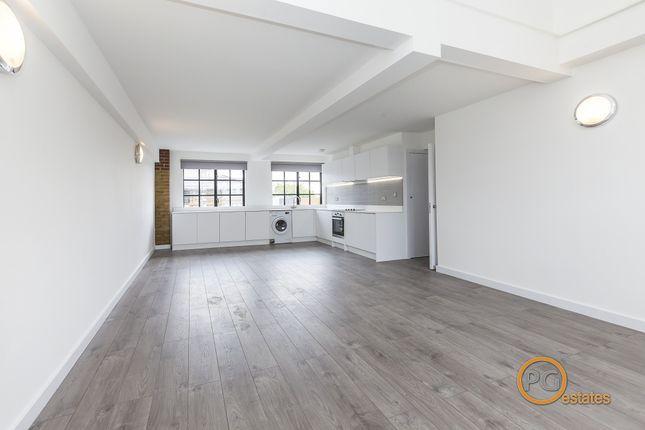Thumbnail Flat to rent in Tyssen Street, London