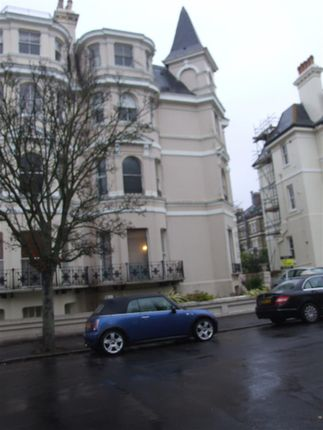 2 bed flat to rent in Clifton Crescent, Folkestone