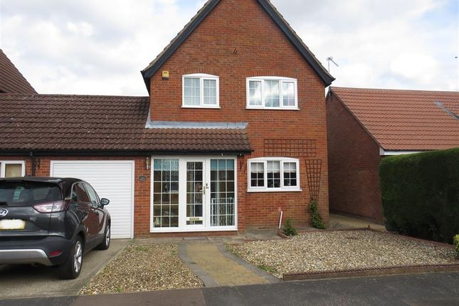 3 bed link-detached house for sale in Jubilee Road, Watton, Thetford IP25
