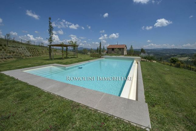 Farmhouse With Pool For Sale In Umbria, Fabro