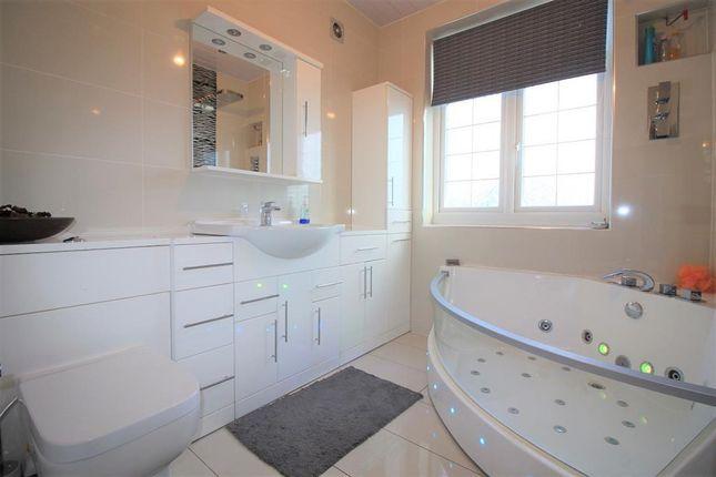 Family Bathroom of Shaftesbury Avenue, Norwood Green UB2