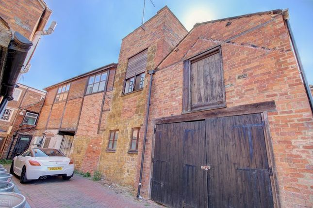 Bolton Road Banbury Ox16 2 Bedroom Semi Detached House