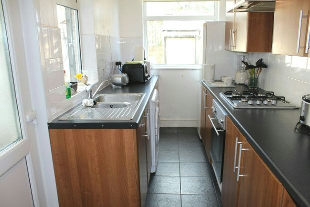 Fitted Kitchen of Alfred Street, Alfreton DE55