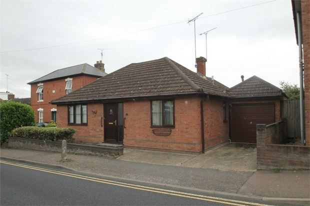 Thumbnail Bungalow for sale in Bergholt Road, Colchester, Essex.