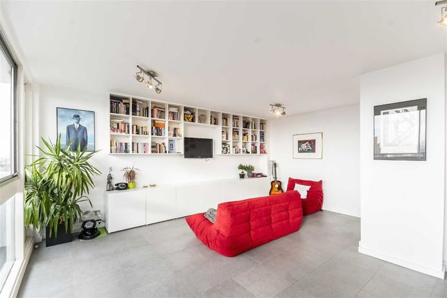 Thumbnail Flat for sale in Luxborough Street, London