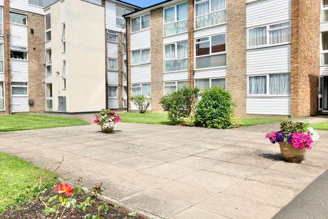 Thumbnail Flat to rent in Hedge Lane, London