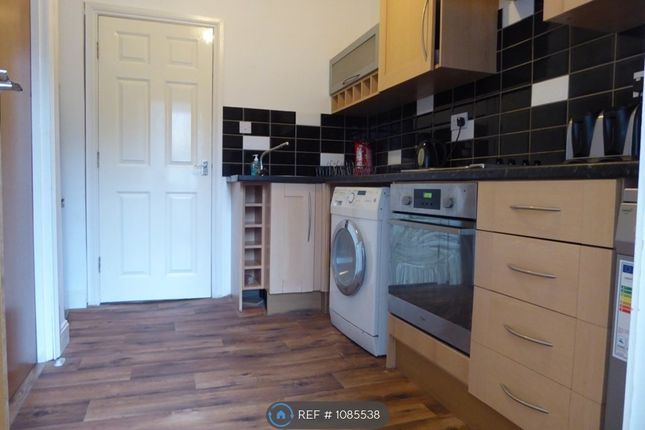 2 bed flat to rent in Manchester Road, Huddersfield HD4