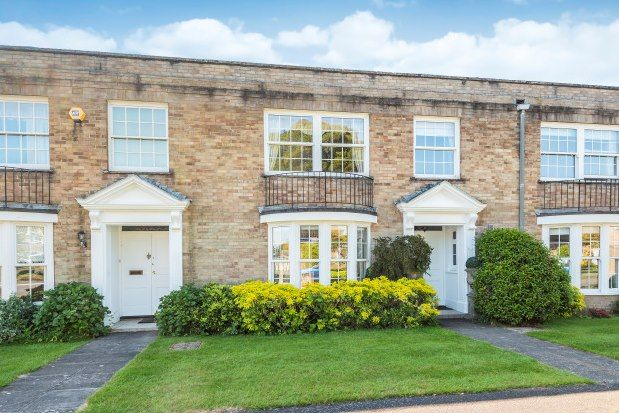 4 bed property to rent in Courtenay Place, Lymington SO41