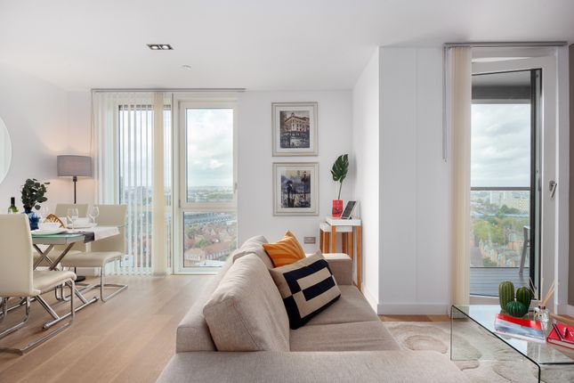 Thumbnail Flat to rent in Sclater Street, London