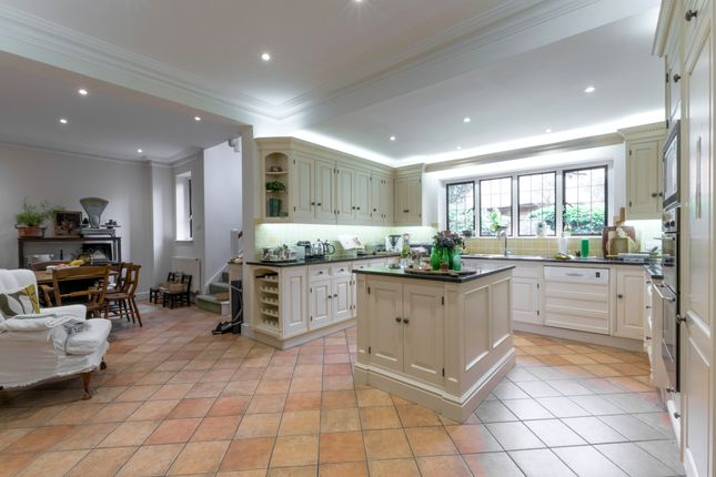 Thumbnail Semi-detached house to rent in Broom Way, Weybridge