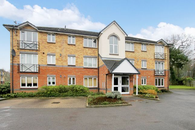 Thumbnail Flat to rent in Parry Drive, Weybridge