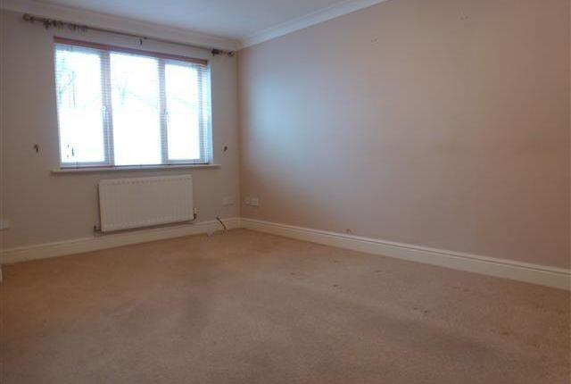Living Room of Windmill Close, Aylesbury HP19
