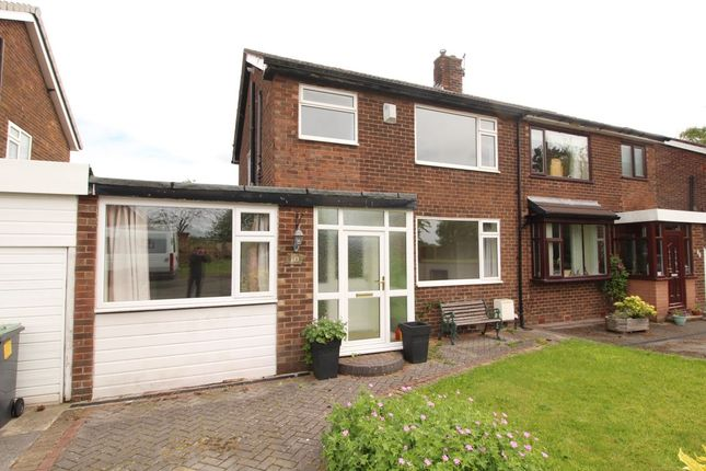 3 bedroom semi-detached house to rent in Ridge Close, Hadfield, Glossop