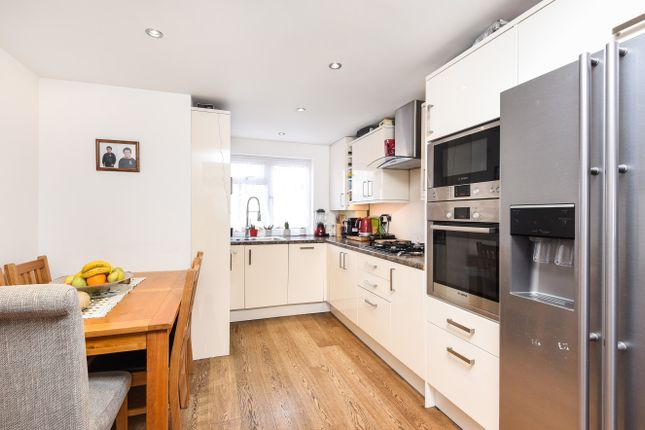 Thumbnail Maisonette for sale in East Crescent, London