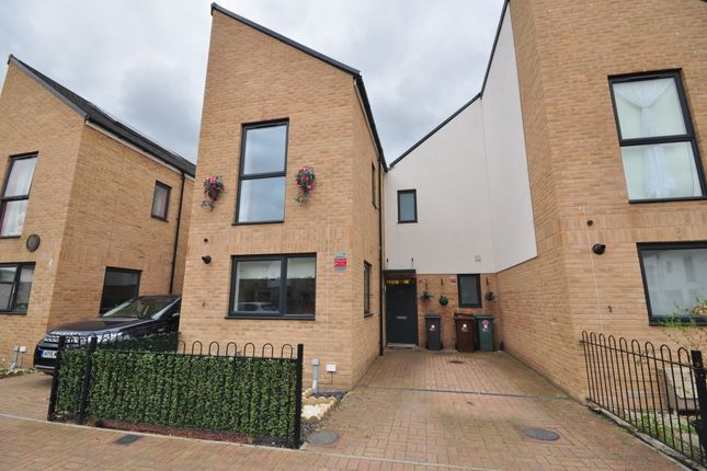 Thumbnail Semi-detached house to rent in Morgan Crescent, Dagenham