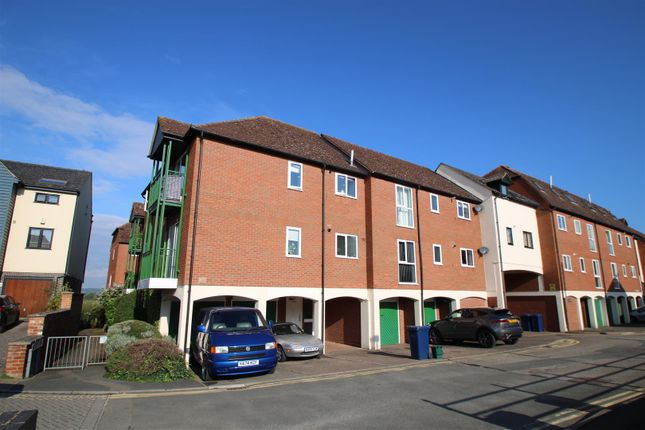 2 bed property to rent in Priors Court, Back Of Avon, Tewkesbury GL20