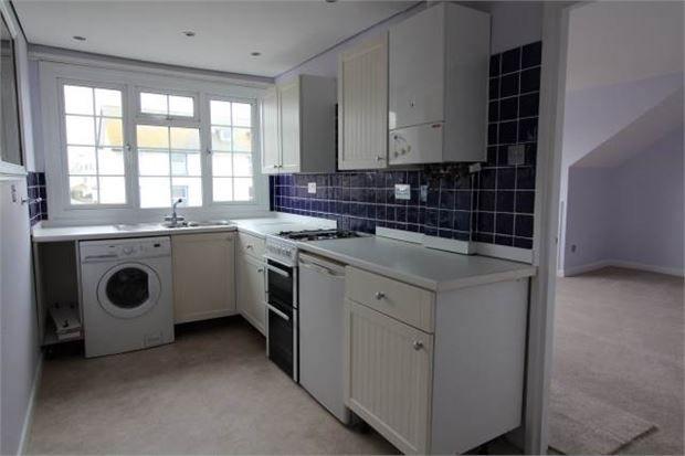 Thumbnail Flat to rent in Carlton Hill, Exmouth, Devon.