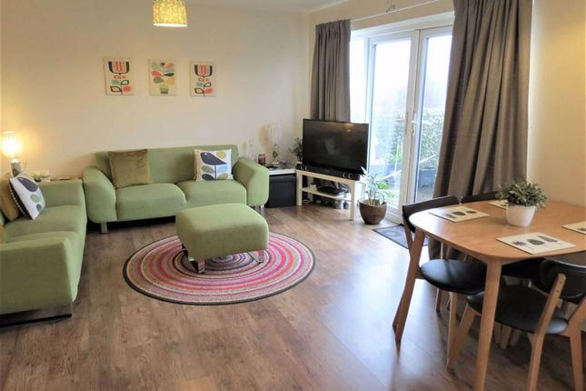 Thumbnail Flat for sale in Victoria Road, Swindon, Wiltshire
