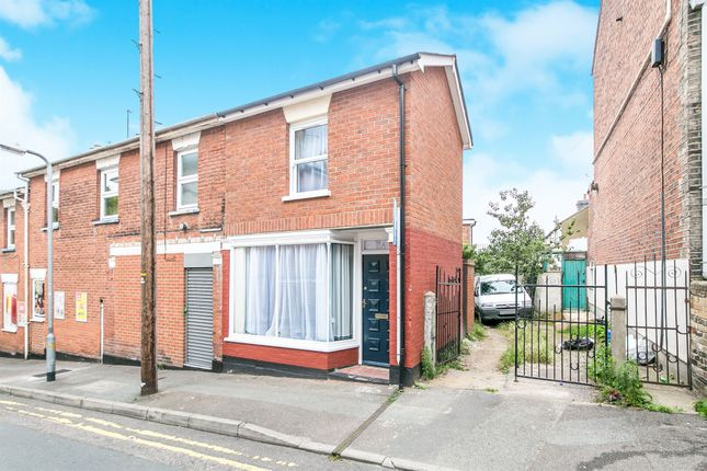 Thumbnail Flat for sale in Alexandra Road, Colchester