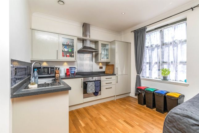 Thumbnail Flat for sale in River Place, Bath