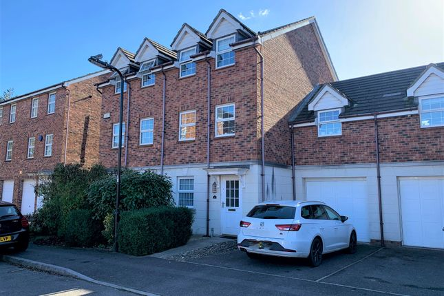 Thumbnail Town house for sale in Avro Close, Southampton