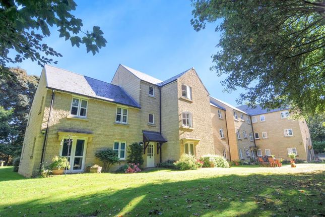 Thumbnail Flat for sale in Chipping Norton, Oxfordshire