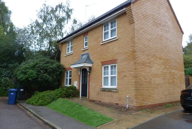 3 bed detached house to rent in Hatherleigh Close, Mill Hill NW7