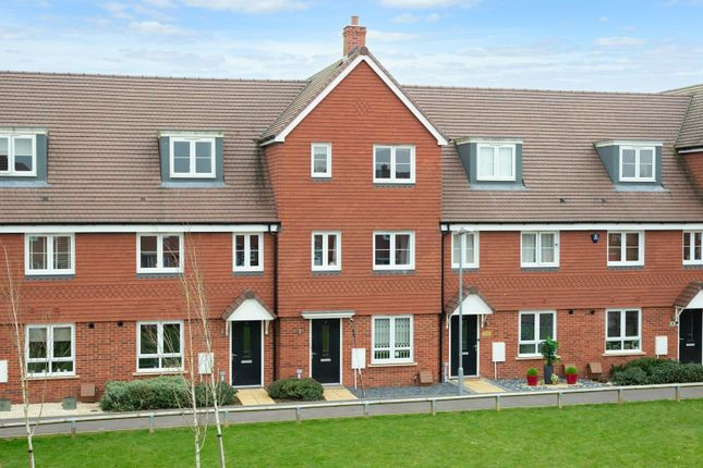 4 bed town house for sale in Stevens Walk, Langley Park, Maidstone ME17