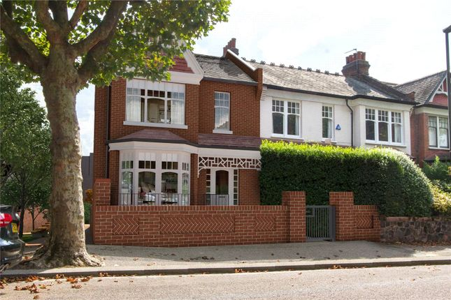 Thumbnail Property for sale in The Gate House, Grand Avenue, London