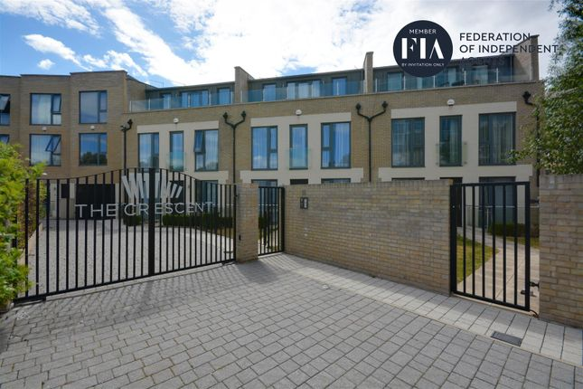 Thumbnail Town house to rent in Chiswick High Road, London