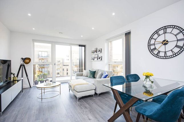 2 bed flat for sale in Perryfield Way, Hendon, London NW9