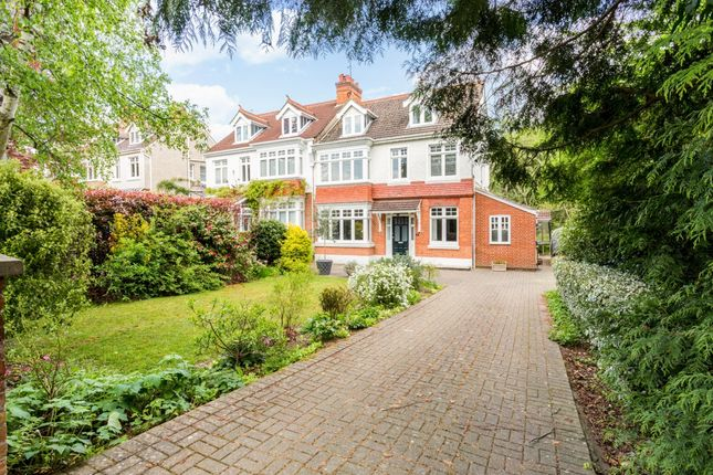 Thumbnail Semi-detached house to rent in Lucastes Avenue, Haywards Heath