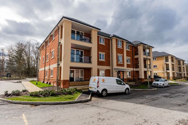 Thumbnail Flat to rent in Hurst Avenue, Blackwater, Camberley