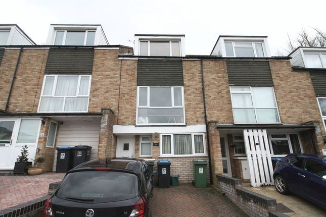 Thumbnail Town house to rent in Garland Close, Hemel Hempstead